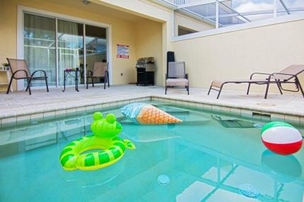 pool with inflatable frog