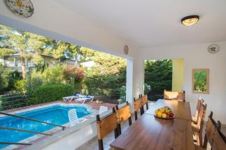 pool-outside-dining