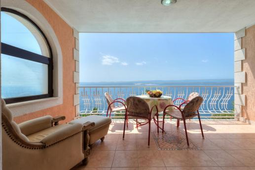 balcony-seaside-view