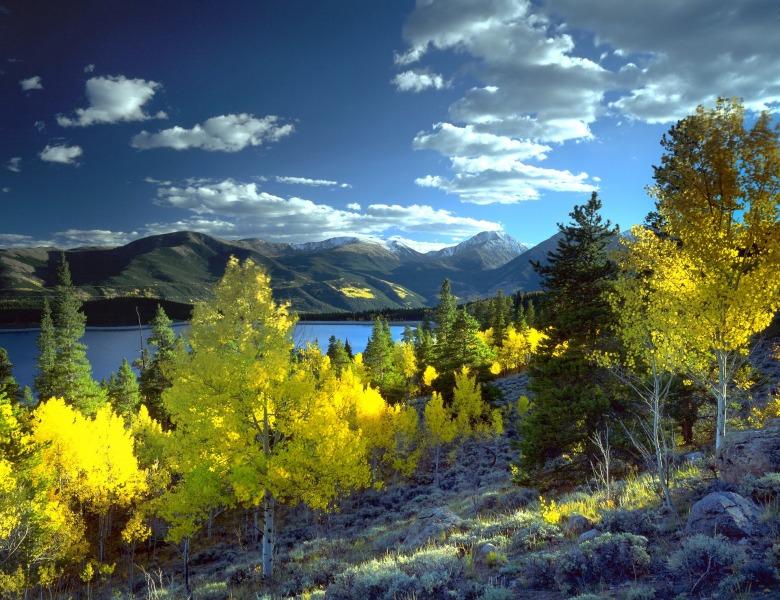 twin-lakes-669338_1920.jpg