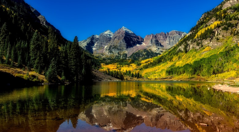 colorado lake and mountain