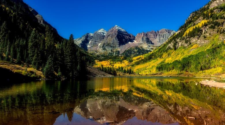 colorado lake and mountain